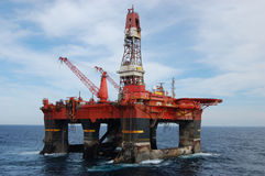 Ancrez la manipulation semi de submergible en Mer du Nord Photographie stock libre de droits