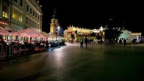 Anda a cidade da noite, Krakow, Polônia video estoque