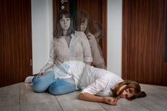 Anda lämnar kroppen efter döden för kvinna` s royaltyfria foton