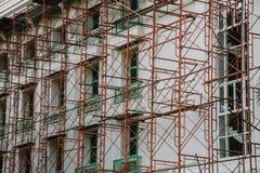 Andaime com construção Imagens de Stock Royalty Free