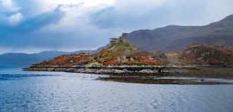 Andaime em torno 'de Caisteal Maol ', gaélico: Caisteal, 'castelo ', Maol, 'desencapado ', um castelo arruinado situado perto do  foto de stock