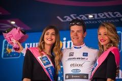 Andalo, Italia 24 de mayo de 2016; Bob Jungels en el jersey blanco en el podio después de acabar la etapa Imagen de archivo