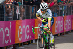Andalo, Italia 24 de mayo de 2016; Esteban Chaves, ciclista profesional, pasa la meta de la etapa Fotografía de archivo libre de regalías