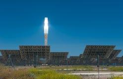 ANDALUCIA SPANIEN - April, 24: Gemasolar kraftverk på April, Royaltyfri Fotografi