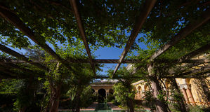 Andalucian uteplats av en medelhavs- villa, Frankrike Royaltyfria Foton