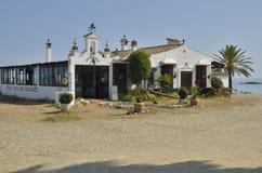 Andalusian restaurang i stranden Arkivbild