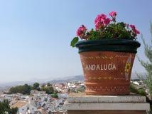 Andalusien - Blumen, weiße Stadt und Sommer Stockfotos