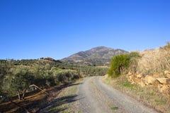 Andalusien-Landschaft mit Bergen und Feldweg Lizenzfreies Stockfoto