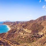 Andalusien, Landschaft. Straße in Cabo De Gata Park, Almeria. Spanien Lizenzfreie Stockfotografie