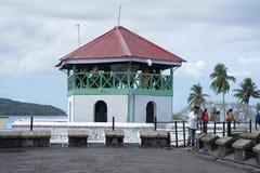 ANDAMAN-ÖAR, INDIEN, MAJ 2018, turist på den cell- arresten, Port Blair, Andaman öar Centralt klockatorn arkivfoton