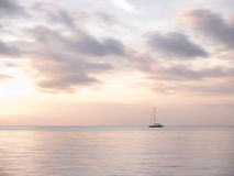 Andaman hav och segelbåt Royaltyfri Fotografi
