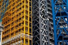 Andamio colorido en la estructura de la torre Fotografía de archivo