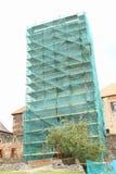 Andamio en torre del castillo Imágenes de archivo libres de regalías