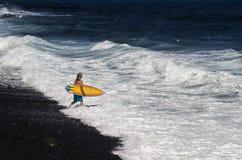 Andando al surfista fotografie stock