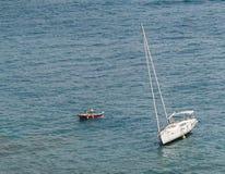 Andando alla deriva nel mare Immagine Stock