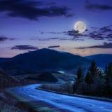 Andando alle montagne alla notte Fotografia Stock