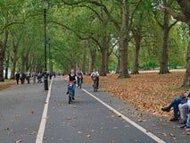 Andando in bicicletta a Londra Hyde Park Fotografia Stock