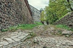 Andando nei confronti della torre di paradiso del castello di Vyborg Immagine Stock Libera da Diritti