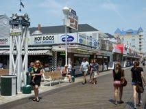 Andando o passeio à beira mar Fotografia de Stock Royalty Free