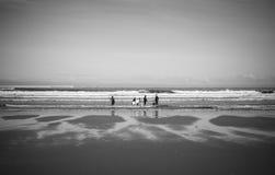 Andare praticare il surfing Immagini Stock