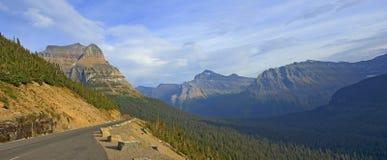 Andare---Sun-strada, Glacier National Park Fotografie Stock