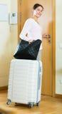 Andare via di casa femminile per la vacanza Fotografie Stock