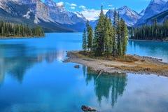 Andeö i Maligne sjön, Alberta, Kanada Royaltyfria Bilder