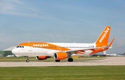 Ande för ` för Easyjet flygbuss A320-214 av Manchester ` som startar precis att ta av på den Manchester flygplatsen Arkivfoto