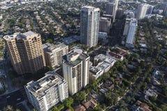 Andelsfastigheter och lägenheter för Wilshire BlvdHighrise i Los Angeles royaltyfri foto