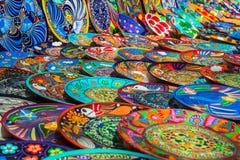 Andenken auf dem Markt bei Chichen Itza Maya Indians, Schädel, Magneten, Platten Lizenzfreies Stockfoto