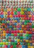 Andenken auf dem Markt bei Chichen Itza Maya Indians, Schädel, Magneten, Platten Stockbilder
