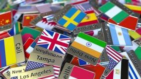 Andenkenmagnet oder -ausweis mit Stockholm-Text und -Staatsflagge unter den verschiedenen Reisen nach Schweden begrifflich stock footage