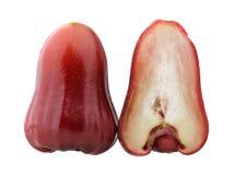 Anderhalf van rode djamboevruchten Royalty-vrije Stock Afbeeldingen