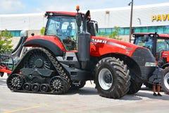 Anderhalve liter fles 380 CVT-tractoren stock foto's