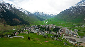 Andermatt in den Schweizer Alpen Stockbild