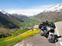 Andermatt, Weiden und Berge Stockbild