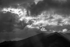 Anderna berg i svartvitt, Ecuador arkivbild