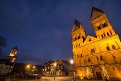 Andernach Alemanha da igreja de Liebfrauen na noite imagem de stock