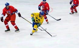 Anders Carlsson (10) in der Aktion Stockfotos