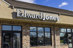 Anderson - Circa October 2016: Edward Jones Consumer Investment and Financial Services Firm Location II Stock Photography