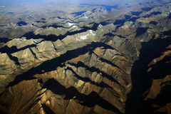 Andes berg som ses från det plant Arkivbild