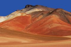 andes bolivian färgrika berg Arkivbilder