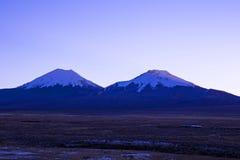 andes solnedgång Parinacota vulkan Högt Andean landskap i Anderna royaltyfri foto