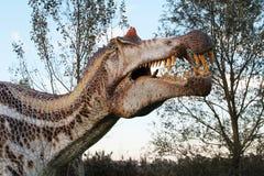 Andeutende Rekonstruktion von Raub-dinosaurus - Ostellato, Ferrara, Italien Lizenzfreie Stockfotos