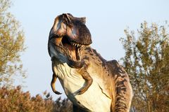 Andeutende Rekonstruktion von Tyrannosaurus rex - Ostellato, Ferrara, Italien Lizenzfreies Stockfoto