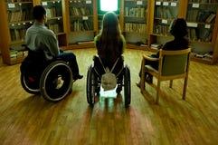Andicappato davanti ad una TV Immagini Stock