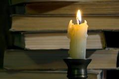 Andle ¡ Ð и стог старых книг Стоковое фото RF