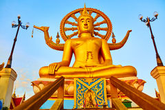 andlighet Guld- Buddha, Wat Phra Yai Temple, Thailand Reli royaltyfri foto