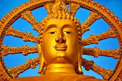 andlighet Guld- Buddha, Wat Phra Yai Temple, Thailand Reli arkivfoto