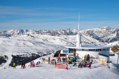 ANDORA - 6 ΙΑΝΟΥΑΡΊΟΥ 2015: Καφές στο χιονοδρομικό κέντρο στο Pyrenee Στοκ Εικόνα
